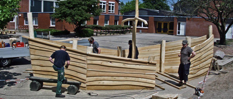 Ein Wikingerschiff im Aufbau